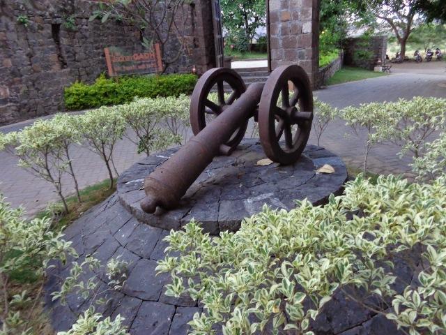 Canon, Pune, Fort Jadhavgadh
